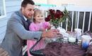 Có gì đặc biệt đến thế mà clip buổi hẹn họ đầu tiên của bố và con gái hút 16 triệu lượt xem?