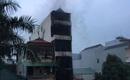 Hà Nội: Cháy nhà giữa đêm, 5 người lớn được cứu sống, 2 cháu bé mắc kẹt trên tầng cao, chết ngạt