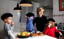 Ăn không phải ép, ngủ không quấy khóc - đâu là bí quyết của cha mẹ Pháp khi nuôi dạy con?