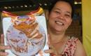 Gần 2 tháng mới đến rằm tháng 8, bánh Trung thu đã rục rịch được bày bán khắp các nẻo đường