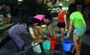 Hà Nội: Nửa đêm hàng trăm cư dân chung cư Linh Đàm canh xách từng xô nước lên căn hộ