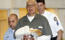 Bác sĩ bị cáo buộc giết trẻ sơ sinh bằng kéo