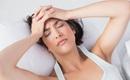 Trước khi ngủ mà làm một số việc này thì chắc chắn bạn sẽ đau đầu khủng khiếp vào sáng hôm sau