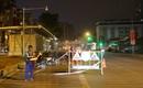 Trong đêm, Hà Nội lắp xong giải phân cách ngăn làn đường riêng cho xe bus nhanh BRT