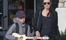 Angelina Jolie đưa con gái ruột đi mua sắm sau tin đồn bí mật hẹn hò với bạn trai mới