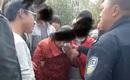 Đòi nghỉ học nhưng không được cho phép, con trai lao vào đánh mẹ tới chảy máu mặt