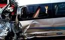Ôtô chở 10 người đâm vào đầu xe tải, bé trai 9 tuổi tử vong