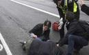 Video: Cảnh tượng kinh hoàng chiếc xe cán qua người đi bộ trong vụ khủng bố làm 5 người thiệt mạng tại Anh