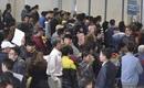 Sân bay Nội Bài chật kín chỗ vì người nhà chờ đón họ hàng về ăn quê Tết