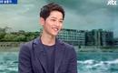 Song Joong Ki cười rất tươi khi gọi Song Hye Kyo là