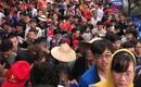 Clip: Dòng người đông nghịt, chen chúc đổ về chùa Hương dù chưa đến ngày khai hội