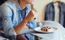 Điểm mặt 5 thói quen xấu trước khi ngủ vừa làm béo bụng, vừa gây hại cho sức khoẻ