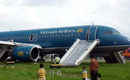 Nam hành khách tự ý mở cửa thoát hiểm máy bay, Vietnam Airlines phải tạm dừng hơn 2 giờ để xử lý