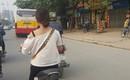 Cô gái bỗng dưng phát hiện mình bị vu khống trên MXH chỉ vì mặc áo trễ vai đi trên đường