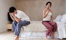 Đúng 2 tuần sau ngày cưới, chồng ôm gối xuống nền nhà ngủ, tra hỏi mãi tôi mới biết nguyên nhân điếng người này