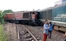 Hiện trường vụ tai nạn hai tàu hỏa chở hàng tông nhau khiến 3 toa tàu bị lật