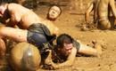 Kịch tính xem trai làng Vân đấu cướp cầu nặng 20kg trong đầm bùn dưới trời nắng gắt