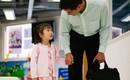 Tâm thư ông bố bác sĩ gửi con gái còn nhỏ đã phải đi trực cùng bố, mẹ đi tu nghiệp 1 năm mới gặp một lần gây xúc động