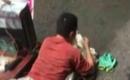 Đang lê lết xin tiền trên đường phố, 'người khuyết tật' bỗng đứng dậy đi lại như bình thường