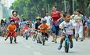 """Thích thú chứng kiến cuộc thi của hàng trăm """"tay đua xe đạp nhí"""" ở Hồ Gươm"""