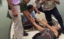 Hà Nội: Nữ du khách nước ngoài bất ngờ lột đồ, bơi ra Tháp Rùa múa hát