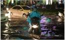 TP HCM: Mưa lớn, hàng loạt tuyến đường chìm trong biển nước