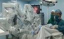 Sử dụng robot cắt bỏ khối u cho cho người đàn ông ung thư tinh hoàn