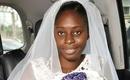 Cô dâu nổi tiếng khắp thế giới vì để mặt mộc bước vào lễ đường