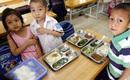 Con ăn ở trường, cha mẹ thắt lòng
