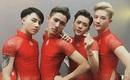 4 chàng trai mặc váy đỏ chót khiến dân tình bấn loạn