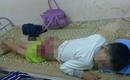 Lào Cai: Bé trai 12 tuổi bị người thân đánh bầm dập đầu, mặt và mạng sườn