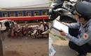 """Người lái tàu trong vụ tai nạn tàu đâm ô tô ở Hà Nội: """"Tôi cố hết sức để cứu nhưng phía sau còn hàng nghìn người"""""""