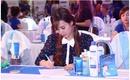 Hơn 1.400 phụ nữ cùng Midu tham dự Mega Challenge - thách thức tẩy sạch mặt nạ tế bào chết