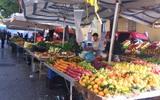 Trải nghiệm của cô gái Việt trên đất Ý: đi chợ nông dân mua rau quả, được khuyến mại niềm vui