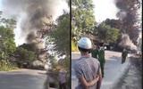 Phú Thọ: Sau va chạm, 1 taxi và 3 xe tải bị thiêu rụi hoàn toàn