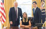 """""""Con gái rượu của Tổng thống"""" Ivanka Trump bị chỉ trích vì ngang nhiên ngồi vào chiếc ghế này"""