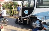Ninh Bình: Ô tô khách đâm trúng 2 người đàn ông khiến một người tử vong tại chỗ, người còn lại văng xuống sông