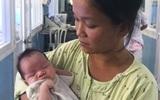 """Sản phụ Cà Mau bất ngờ trở lại đón con trai tại bệnh viện: """"Mất tích"""" vì lo kiếm tiền nuôi con"""