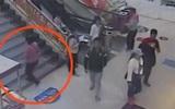 Bé gái 7 tuổi bị mẹ ruột bỏ rơi giữa trung tâm thương mại vì