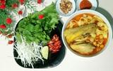 Nấu mì Quảng gà cho bữa sáng nóng hổi thơm ngon