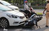 TP.HCM: Người phụ nữ lái ô tô va chạm với 4 xe máy trên đường Mai Chí Thọ