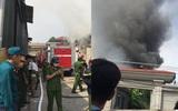 Hà Nội: Cháy lớn tại kho thuộc cảng Bạch Đằng nhiều công nhân hoảng loạn bỏ chạy