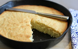 Không có lò nướng thì làm bánh bông lan bằng chảo không dính, vẫn thơm ngon như thường