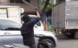 Nam thanh niên chém rơi hàng loạt kính ôtô ở Sài Gòn: Có thể phạt 3 năm tù nếu giá trị thiệt hại trên 2 triệu đồng