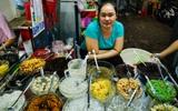 4 con hẻm ẩm thực cứ mỗi bước là có một món ăn ngon tại Sài Gòn