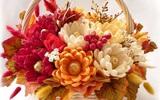 Ai mà ngờ được trong giỏ hoa rực rỡ này lại ẩn chứa những viên kẹo siêu đáng yêu cơ chứ!