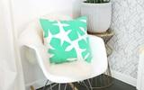 Tự may gối họa tiết lá lạ đẹp trang trí phòng khách
