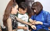 Sát giờ ghi hình, Yến Nhi vội vã giúp Yến Trang khâu áo