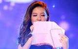 Cô gái suýt thi hỏng vì bất ngờ nhận được thư mẹ ngay trên sân khấu