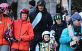 Harper cùng bố mẹ và các anh trai đi trượt tuyết tại resort hạng sang